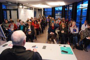Le public de Georges Charles avant la conférence sur la diététique et Qi Gong à la MJC Pichon 3 mars 2017.